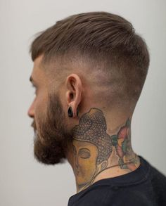 Men's Hairstyles & Haircuts in 2019 - Pictures of Hairstyles for Men Hairstyles Haircuts, Haircuts For Men, Mens Hipster Haircuts, Male Short Hairstyles, Mens Hairstyles 2018, Funky Hairstyles, Formal Hairstyles, Latest Hairstyles, Hair And Beard Styles
