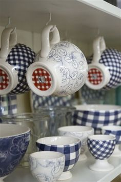 cute gingham dishes