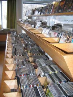 Musiikkiosastolta löytyy huikeat määrät cd-levyjä