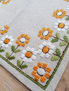 Lovely floral embroidered tablecloth in very good condition, spotless. The size is: 12 1/2 x 12 1/2 The material is linen, cottonthread International shipping Contact me if you have questions Also offer combined shipping and refunding shipping overages Thank you for visit my vintage