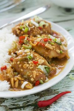 One-pot spicy Thai peanut chicken - serve with courgetti or stir fry veg to make clean