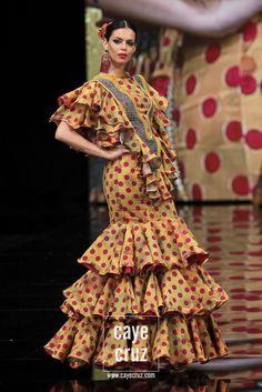 Tantos estilos hay de flamencas como diseñadores, ferias, fiestas y pueblos hay en 'Andalucía'. Los volantes no solo se adaptan a la moda, también al gusto, al folclore y a…