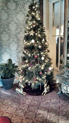 Happy Holidays from the staff at The Inn at Saratoga! If you need a last minute gift, we are still selling $100.00 gift cards with a free night. 518-583-1890, xoxo