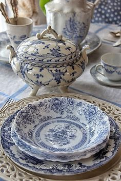 Aiken House & Gardens: Blue & White Transferware Lunch - names some cute China patterns Blue Dishes, White Dishes, White Plates, Blue And White China, Blue China, Vintage Dishes, Vintage China, Antique Dishes, China Patterns