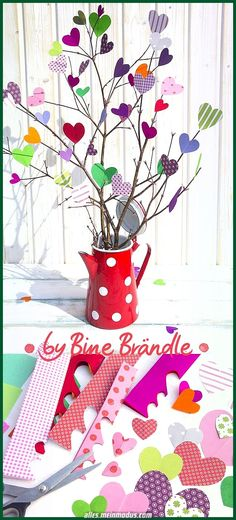 """Airy bouquet of colorful paper hearts.- Airy bouquet of colorful paper hearts. A magical idea for Mother's Day. An original home decor or gift in the spring. Idea and photo from the book: """"My colorful year"""" by Bine Brändle (Frechverlag) - Kids Crafts, Diy And Crafts, Arts And Crafts, Diy Gifts For Kids, Father's Day Diy, Paper Hearts, Diy Flowers, Kids And Parenting, Bouquet"""