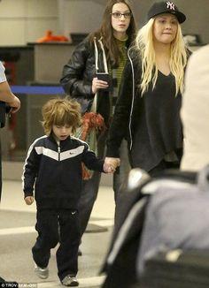 Christina Aguilera y su hijo Max aterrizó en Los Ángeles el martes