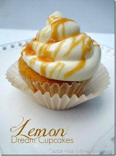 Lemon Cupcakes with Caramel Drizzle OMG and she tells how to keep your cupcake from drying out! #cupcake #lemon #howtokeepyourcupcakemoist