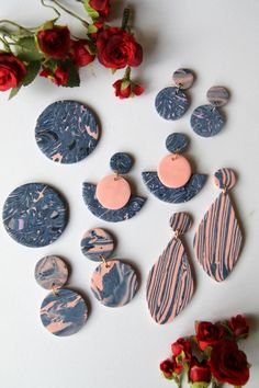 Polymer Clay Projects, Resin Crafts, Jewelry Crafts, Diy Earrings Polymer Clay, Handmade Polymer Clay, Biscuit, Clay Design, Making Ideas, Creations