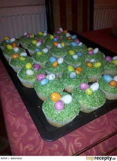 Easter cupcakes (velikonoční muffiny:-) Easter Cupcakes, Menu, Desserts, Food, Kuchen, Menu Board Design, Tailgate Desserts, Deserts, Essen