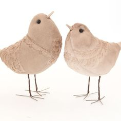 These scrappy lace birds by Tammy Franck were her first attempt to make birds with legs that stood up on their own. The result is darling birds with rusty wire legs and beautiful lace bodies. | Full story in the May 2015 issue of Prims.
