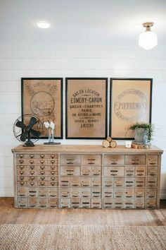 Our Favorite HGTV Fixer Upper Interior Design Moments! Our Favorite HGTV Fixer Upper Interior Design Moments! Always aspired to figure out how to knit, nonetheless not certain. Magnolia Fixer Upper, Magnolia Homes, Magnolia Market, Magnolia Farms, Fixer Upper Hgtv, Fixer Upper Decor, Rustic Home Interiors, Modern Farmhouse Decor, White Farmhouse