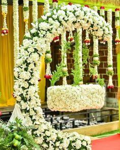 Diy Diwali Decorations, Wedding Stage Decorations, Baby Shower Decorations, Flower Decorations, Decor Wedding, Cradle Decoration, Naming Ceremony Decoration, Indian Baby Showers, Home Flower Arrangements
