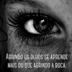 É necessário abrir os olhos e perceber que as coisas boas estão dentro de nós, onde os sentimentos não precisam de motivos nem os desejos de razão. O importante é aproveitar o momento e aprender sua duração, pois a vida está nos olhos de quem sabe ver. Gabriel García Márquez