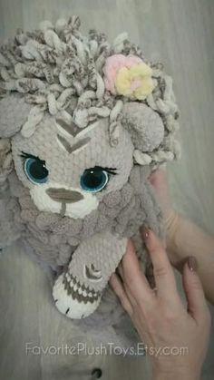 Crochet Lion, Crochet Faces, Crochet Amigurumi Free Patterns, Crochet Animal Patterns, Crochet Blanket Patterns, Crochet Dolls, Knitting Projects, Crochet Projects, Amigurumi Tutorial