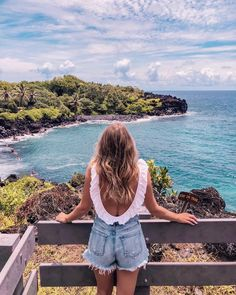 maui hawaii travel guide | how to pick a good hotel in hawaii | where to eat in maui hawaii | Visions of Vogue #travelguide
