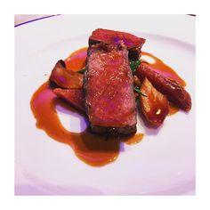 この艶かしいお肉…確実に誘ってるわ〜  #結婚式 #東京 #日本 #六本木 #肉 #ビーフ #グランドハイアット #yummy #iphoneonly #food #eating #tokyo #japan #meat #dinner #delicious #foodporn #foodstagram #wedding