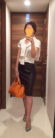 White tee: GAP, White sweater: Rie Miller, Brown pencil skirt: ZARA, Orange bag: Saint Laurent, Grey pumps: PELLICO