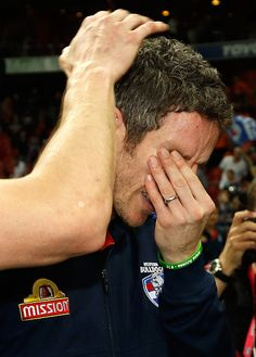 Robert Murphy of the Bulldogs sheds a tear during the 2016 AFL First Preliminary Final match between the GWS Giants and the Western Bulldogs at. Australian Football League, Western Bulldogs, Great Team, Pro Cycling, World Of Sports, Sheds, My Boys, Finals, Champion