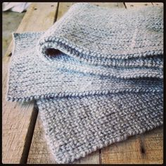 Graphic design and crafts such as knit and crochet. Custom Made, Stitches, Knit Crochet, Knitting, How To Make, Handmade, Crafts, Design, Fashion