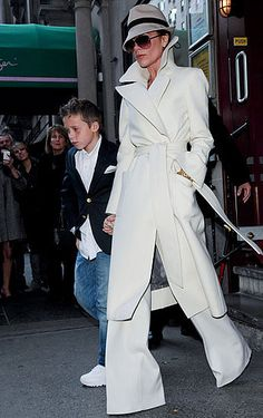 Victoria Beckhams Style Over the Years Photo 26