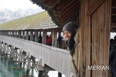 Auf der Kapellbrücke in Luzern