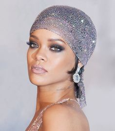 Rihanna has been slaying the makeup game for years. We chose 15 of her very best moments. Find out our choices inside.