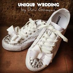 Scarpe da sposa converse bianche con fiocco. Wedding white converse shoes. #wedding #wedding shoes