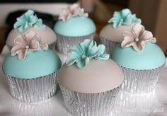Cupcakes Take The Cake: Gorgeous flower cupcakes and cake pops, plus Star Wars birthday cupcakes More Cupcakes, Flower Cupcakes, Yummy Cupcakes, Tiffany Blue Cupcakes, Cupcake Recipes, Cupcake Cakes, Magnolia Cupcakes, Food Pictures, Food Pics