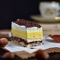 Lešnikov kolač z vanilijevo kremo, nutello in stepeno smetano Sweet Recipes, Cake Recipes, Dessert Recipes, Cake Cookies, Cupcake Cakes, Kolaci I Torte, Torte Cake, Homemade Cookies, Sweet Cakes