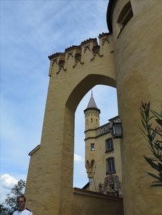 #Schloss #Hohenschwangau im #Allgäu. Wunderschön für eine #Besichtigung. #Heertümlich und viele Eigenschaften. Louvre, Building, Travel, Rv, Travel Advice, Viajes, Nice Asses, Buildings, Destinations