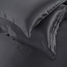 22 Momme Seamless Silk Bedding Set Black (4)   http://www.snowbedding.com/   Snow Bedding offers a wide range of silk bedding products: silk filled duvet/ comforter, silk pillows, silk sheets, silk bedding sets in different styles and colors.  #silkbedding #silksheets #silkluxurybedding #silkbeddingsets #luxurybedding #chinesesilkbedding #satinbedding #silkcomforters #silkbeddingcostco