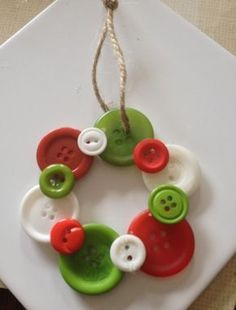 21 Creative Christmas Craft Ideas for The Family – Christmas Celebrations Christmas Buttons, Christmas Ornaments To Make, Christmas Crafts For Kids, Simple Christmas, Holiday Crafts, Christmas Diy, Christmas Decorations, Family Christmas, Beautiful Christmas