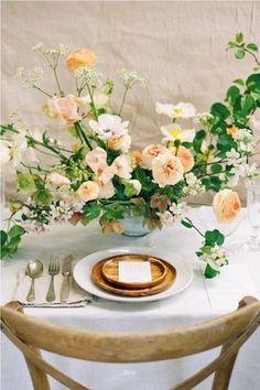 Modern bridal ideas with spring florals via Magnolia Rouge – wedding centerpieces Wedding Table Centerpieces, Wedding Flower Arrangements, Floral Centerpieces, Floral Arrangements, Wedding Decorations, Stage Decorations, Centerpiece Ideas, Ikebana, Floral Wedding