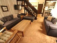 Mammoth Reservations Mammoth Lakes (California) Set in Old Mammoth, this apartment is 2.1 km from Mammoth Lakes. The unit is 39 km from Lee Vining.  The kitchen comes with a dishwasher. A TV and blu-ray player, as well as a CD player are offered. There is a private bathroom with a shower.