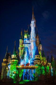 Magic Kingdom Park's Nighttime Castle Projection Show, Celebrate the Magic Disney Parks Blog, Disney Pixar, Walt Disney, Disney Tips, Disney Images, Disney Pictures, Disney Cinderella Castle, Disney Castles, Disney Love
