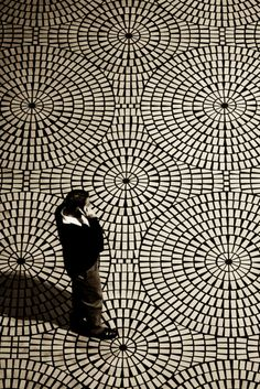 Obsessed with monochrome floor tiling these days - this radiating pattern is gorgeous!