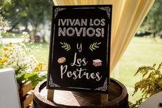 Que vivan los novios! Pizarras en las bodas <3 http://www.velodevainilla.com/2016/08/10/claudia-y-alvaro-matrimonio-detallista-al-aire-libre/