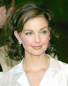 Ashley Judd in a medium length hair style with firm curls all-over and backcombed on top for added fullness. This medium length style works for even the most formal occasions.