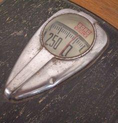 fabulous vintage scale from GallivantsVintage on etsy Vintage Scales, Old Scales, Bathroom Scales, Black Metal, Etsy