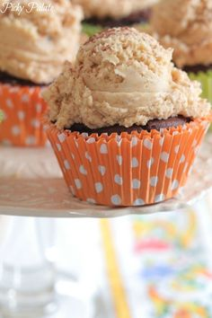 Two Ingredient Chocolate Pumpkin Cupcakes - I'm really pinning this for the Pumpkin Spice Brown Butter frosting - tell me that doesn't look like a big fat scoop of ice cream! Pumpkin Recipes, Fall Recipes, Sweet Recipes, Fall Desserts, Delicious Desserts, Yummy Food, Healthy Food, Tasty, Cupcake Recipes
