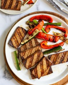 Here's how to make the best grilled tofu! It tastes simply irresistible when drenched in a tasty marinade and then charred to perfection. One of the best ways to cook tofu? On the grill. Yes! This easy grilled tofu recipe along with some grilled summer veggies makes the best healthy, vegan meal. Perfect for all of your summer BBQs and cookouts! Grilled Tofu Recipes, Grilled Veggies, Grilled Meat, Vegan Grilling, Grilling Recipes, Grilling Chicken, Pasta Recipes, Vegan Recipes, Vegan Food