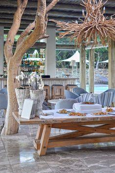 Outside Couch Kapama Karula luxurious safari lodge, South Africa Mt Design, House Design, Safari, Casa Hotel, African Interior, Game Lodge, Lodge Decor, Outdoor Living, Outdoor Decor