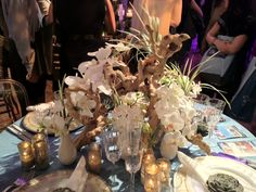Driftwood. OMG AMAZING centre pieces ....BEVY!!!!! Different flowers though.