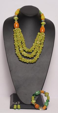 Beaded Statement Necklace, Diy Necklace, Necklace Designs, Beaded Jewelry, Jewelry Necklaces, Handmade Jewelry, Unique Jewelry, Button Jewellery, Jewelry Ideas