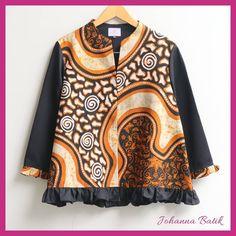 Blouse batik tulis kontemporer Batik Fashion, Hijab Fashion, Diy Fashion, Womens Fashion, Blouse Batik, Batik Dress, Traditional Fabric, Blouse Models, Kebaya