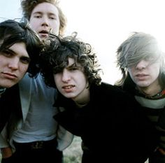 The Kooks : Junk Of The Heart, nouvel album le 12 septembre (tracklist) Music X, Music Love, Listening To Music, Music Bands, The Kooks, Bowie, Brighton, Fred Perry Polo, The Wombats
