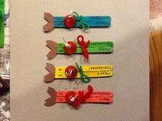 Cute reindeer crafts made with Popsicle sticks, some construction paper, string, a sharpie, and a hershey kiss