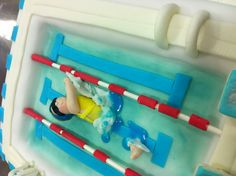 We love this #Swimming #Pool #Cake! Look close enough and you can see the splash! Super!
