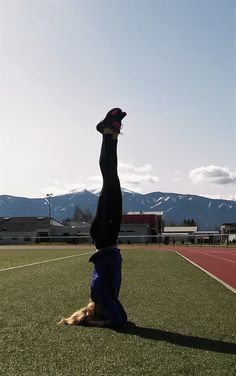Headstand for relaxation after running.... :) #richtungyoga #yogaeverywhere #yogagehtimmer #yoga #achtsamkeit #mindful #youcandoit Stress Management, After, Yoga, Training Tips, Running, Mindfulness, Keep Running, Why I Run