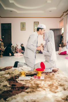 This is far from glamour nikah ceremony, but it feels so sacred. Look at those kiss, sweetness!